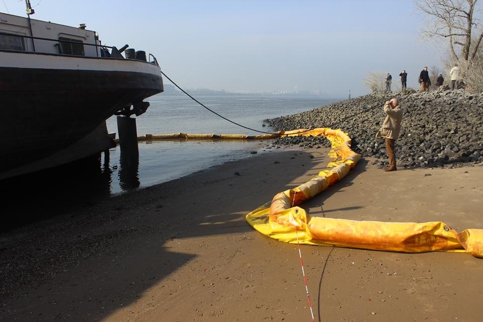 Schiffsunfall im Hamburger Hafen