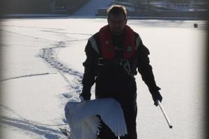 im-winter-eis-rettung